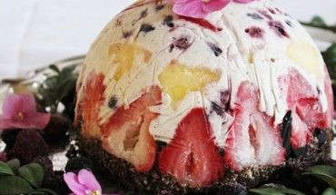 Raw Fruit & Coconut Ice Cream Cake With Brownie Crust