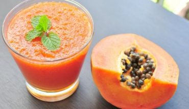 Papaya - Foods that fight bloating and gas
